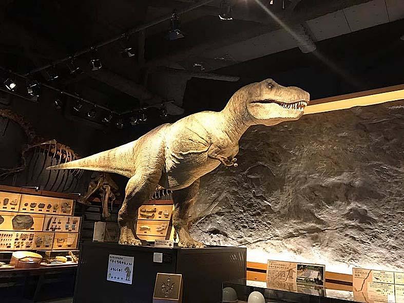 富山子供連れの屋内遊び場【富山市科学博物館】精巧な恐竜ロボがある!