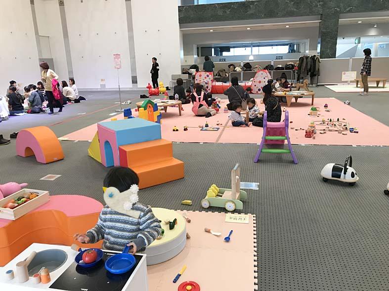 【HUGHUGすまいる】市民プラザで開催される赤ちゃん・チビッ子向けイベント!【富山子供連れ屋内遊び場】