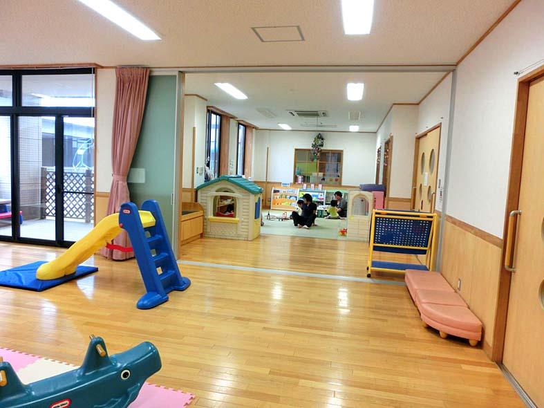 富山子供連れ屋内遊び場【五福児童館】床暖房の入る過ごしやすい施設