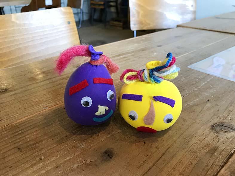 富山子供歓迎カフェで屋内イベント「豆古書店de風船人形づくり」