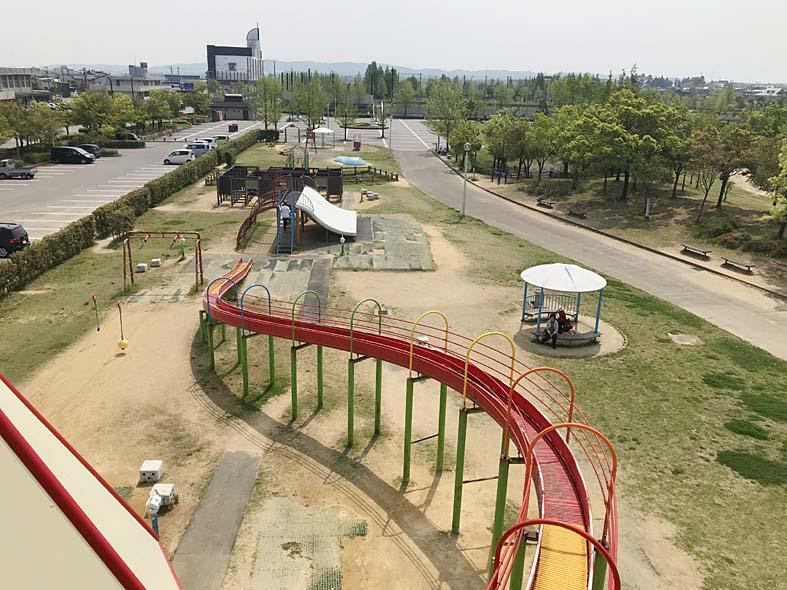 富山子供連れの遊び場【歌の森運動公園】アスレチックが豊富な子供喜ぶ公園