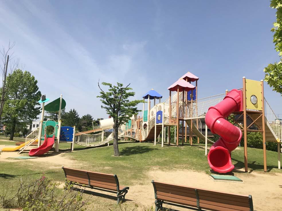 富山子供連れの遊び場【奥田公園】大きなアスレチックに子供大興奮!
