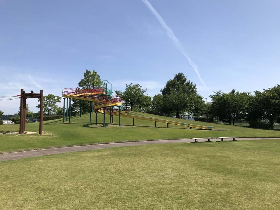 富山子供連れの遊び場【羽根ピースフル公園】子供喜ぶ滑り台&迷路