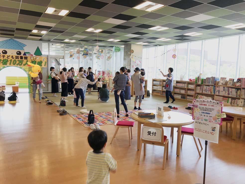 富山子供連れの遊び場・子供が遊べる図書館!【滑川市立子ども図書館】