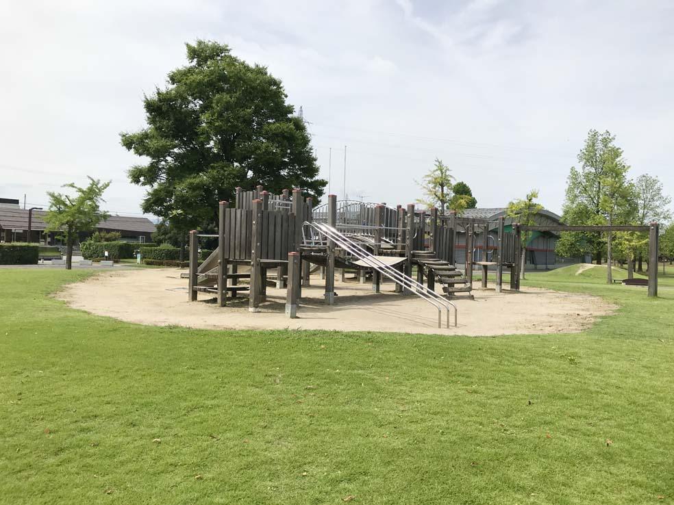 富山子供連れの遊び場【布瀬南公園】遊具に散歩に体を動かせる公園